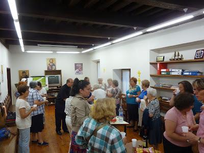 Algunos de los reunidos en el Salón Parroquial de San Pedro