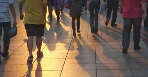 berjalan kaki di sore hari