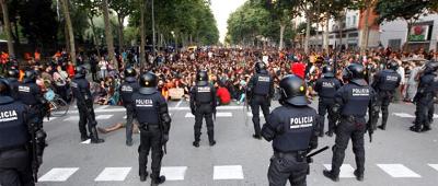 Protesta davant del Parlament (Foto: Jordi Salvia)