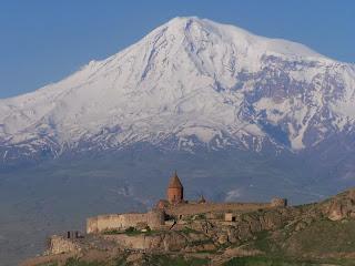 Khor Virap in gora Ararat, kjer naj bi pristala Noetova barka