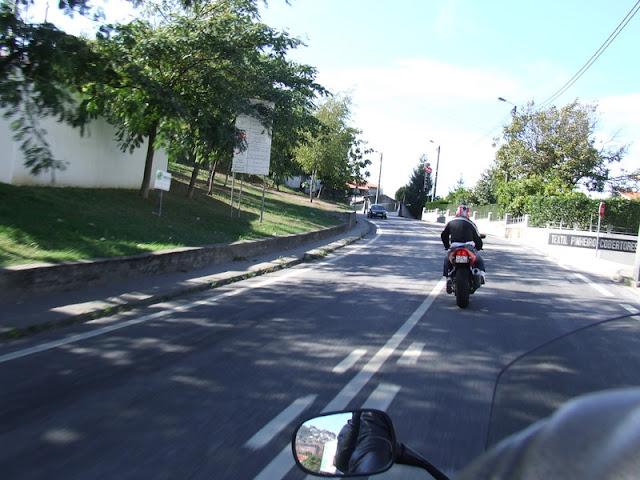 Fomos comprar umas capas para guardar folhas... 25.09.2011 DSCF2472