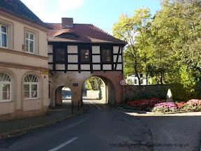 na zdjęciu Brama Marchijska zamku Joannitów w Łagowie