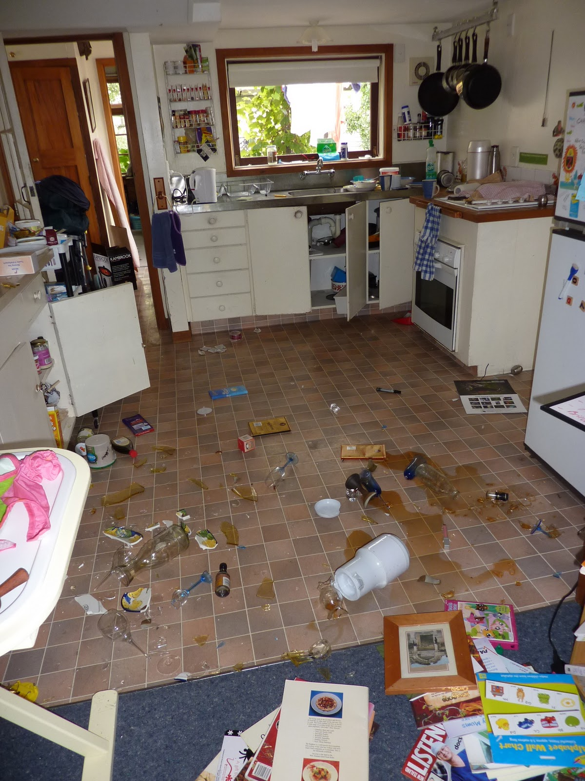 Ilustrasi dapur berantakan