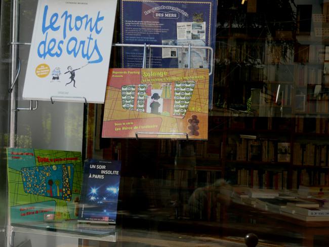 Popcards Factory présente Les héros de l'ordinaire - Pour vous Madame, pour vous Monsieur, des publicités, illustrations et rédactionnels choisis avec amour dans des publications des années 50, 60 et 70. Popcards Factory vous offre des divertissements de qualité. Vous pouvez également nous retrouver sur www.popcards.fr et www.filmfix.fr