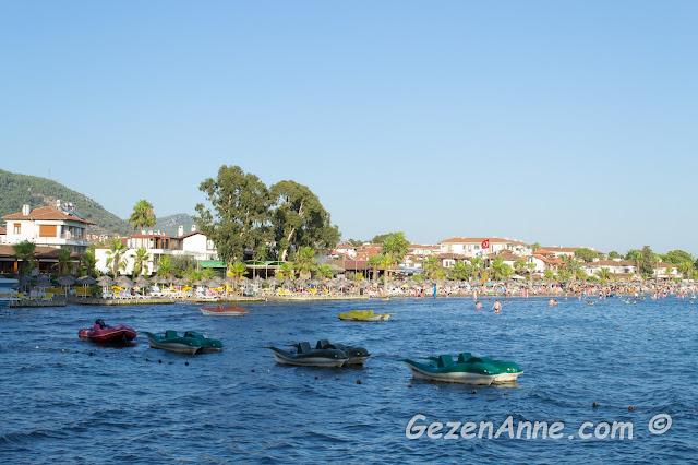 Akyaka plajı, sığ denizi ve sahili, Muğla