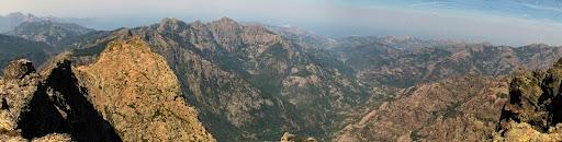 Depuis la crête de Silvastriccia avec la pointe de Curia à gauche, la vallée du Fangu jusqu'à l'embouchure