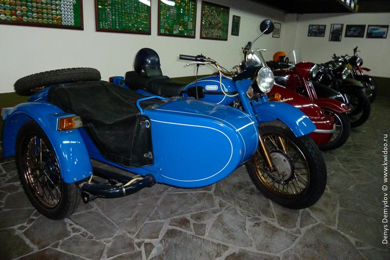 Мотоцикл Урал с коляской для пассажира
