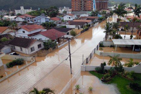 https://lh5.googleusercontent.com/-4A8MJQJlvEQ/TYNhBsQ_rZI/AAAAAAAAO_c/nEg2yaAX5B0/s1600/brazil_flood.jpg
