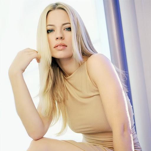 Kimiko Smith Photo 7