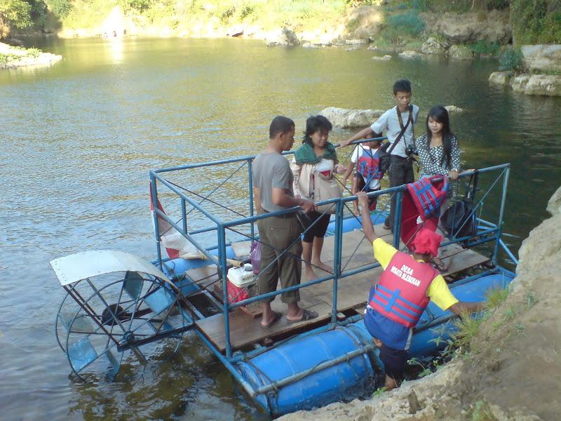 Siap - Siap Naik Perahu Karet Menuju Sri Gethuk