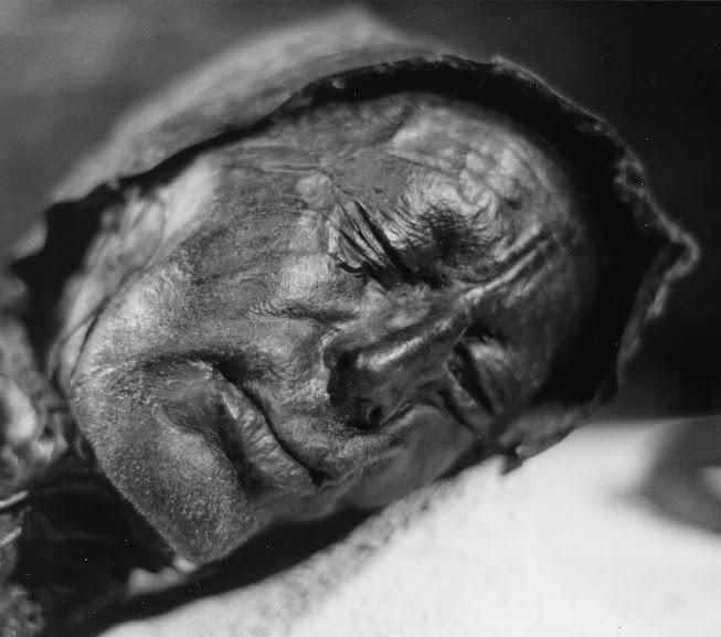 O homem de Tollundo foi encontrado em um pântano na Dinamarca e retrata como alguns sacrifícios eram realizados na era pré viking.