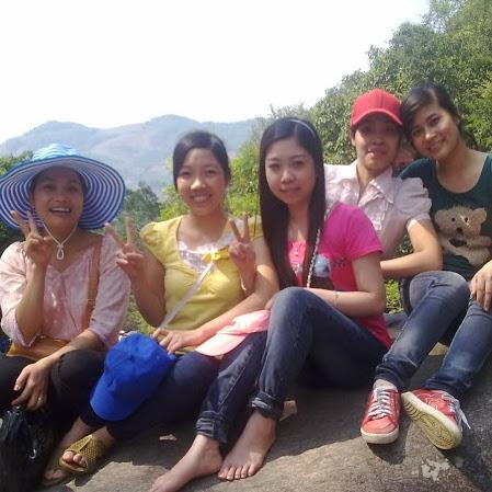 Oanh Ly Photo 15