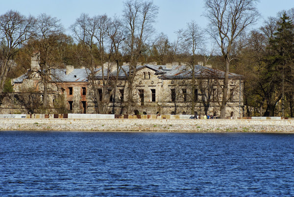 Wąchock - Pałac Shoenberga fot. Omron Wikipedia