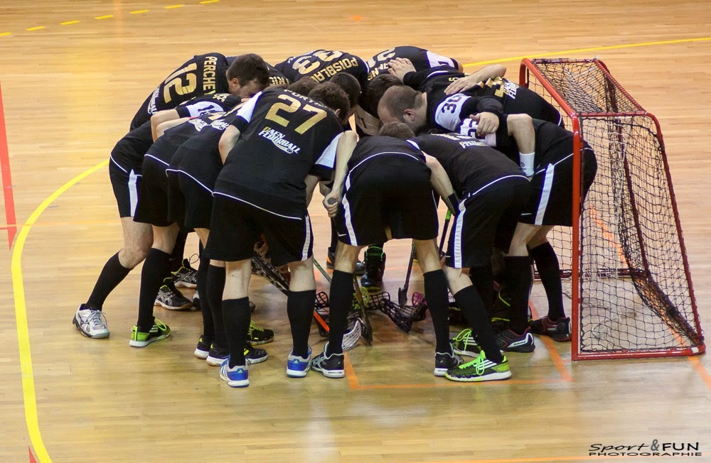 Le floorball est un sport fondamentalement collectif