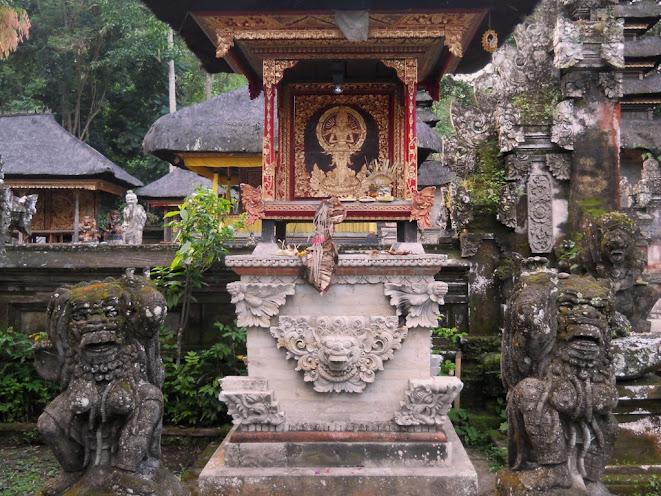 Balinéz oltár