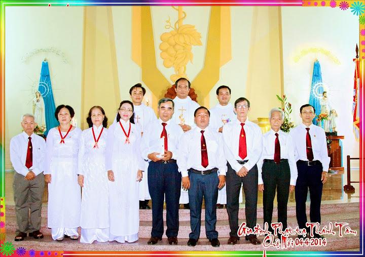 Gia Đình Phạt Tạ Thánh Tâm Chúa Giêsu  xứ đoàn giáo xứ Chợ Mới tuyên hứa tại Thánh Đường của Giáo xứ Chợ Mới.