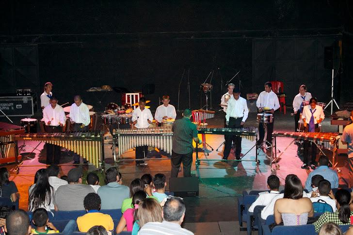Tatko Percusión Urbana hizo gala de la habilidad de sus integrantes para convertir la percusión en una sucesión de armonías, con temas conocidos. El público respondió con entusiasmo y admiración por el trabajo de los músicos, miembros de los diferentes núcleos de El Sistema en Caracas