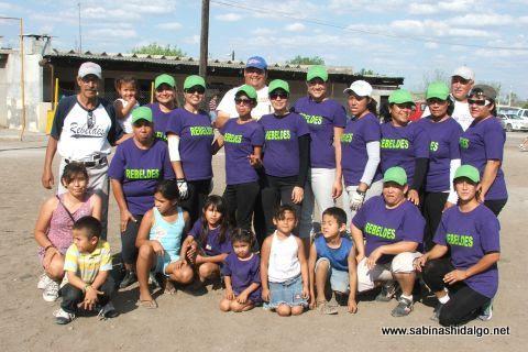Equipo Rebeldes del torneo de softbol femenil del Club Sertoma