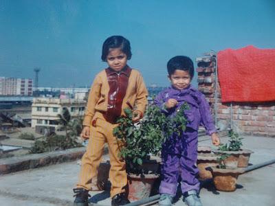 মুগদাপাড়ার বাসার ছাদে আমি আর বড় বোন