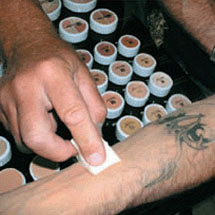 Maquiagem total cover para esconder sardas e tatuagens