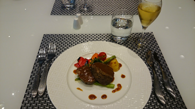 DSC 4992 - REVIEW - Qatar Al Mourjan Business Class Lounge, Doha (September 2014)