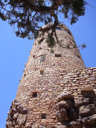 Torre vigía de los indios anasazi al borde del Gran Cañón del Colorado-