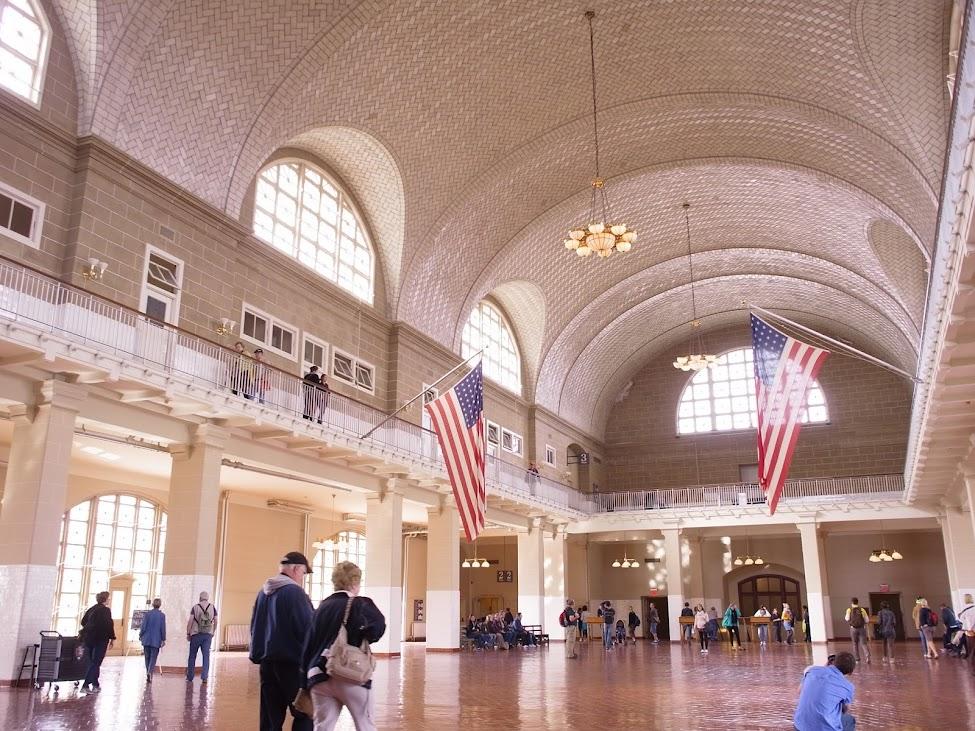 移民博物館二樓大廳,N年前移民們就是在這裡接受移民官審查