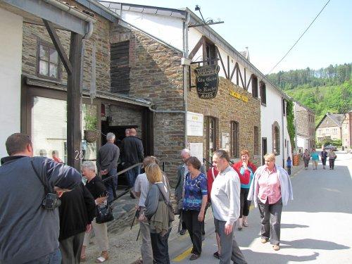 Het middagmaal nemen we bij Les Gr&eacutes de La Roche.