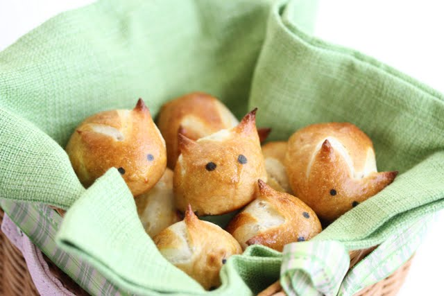 photo of Soft Pretzel Bunnies in a basket lined with a green napkin