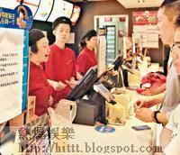 上海靜安寺一家麥當勞如常營業。