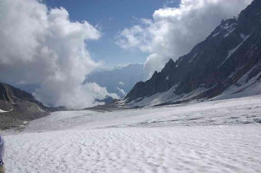 Descente sur le glacier d'Orny (au fond le mont Blanc de Cheilon)