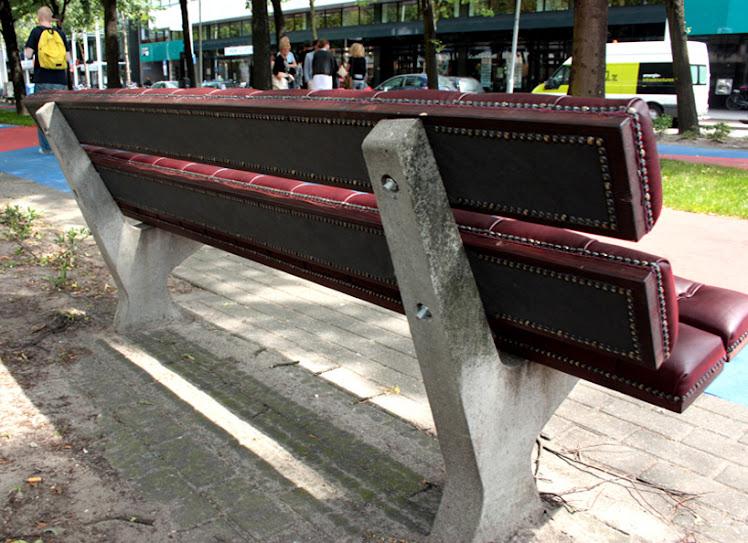 *公園裡的皮革古董長凳:切斯特菲爾德Chesterfield park bench! 7
