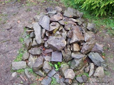 kopiec z kamieni na szczycie Skopca