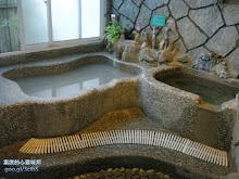 四季湯屋內的泥漿溫泉池及冷泉池