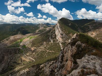 Serra de Sant Joan, i al fons Montanissell, des del Puig d'Espies