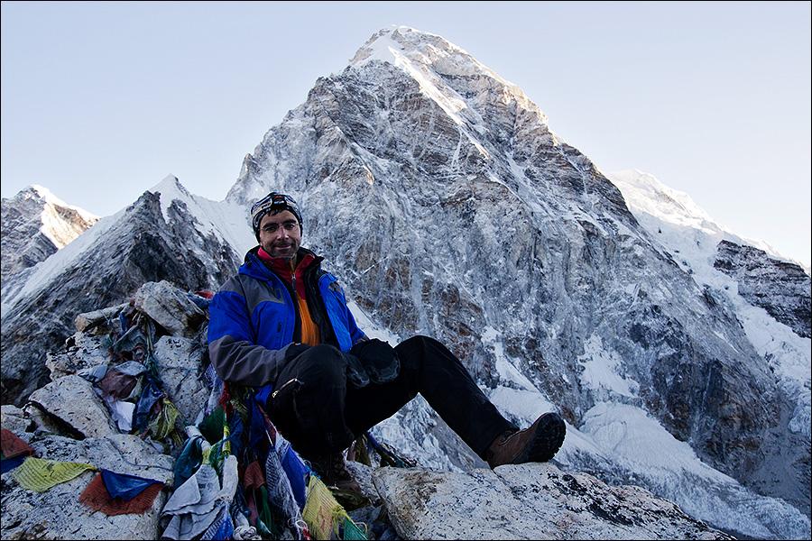 мужчина на фоне вершины
