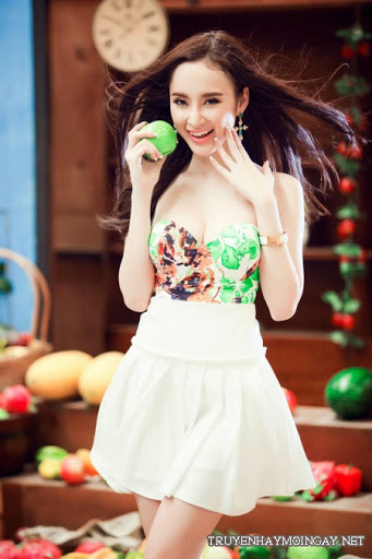 Ngắm Nhìn Angela Phương Trinh Khoe Eo Chuẩn