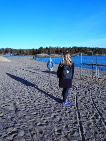 kånken, bag, primark, coat, blue, jeans, dr denim, shoes, new balance, outfit, clothes, of the day, girl, finnish, sea, sand, longhair,