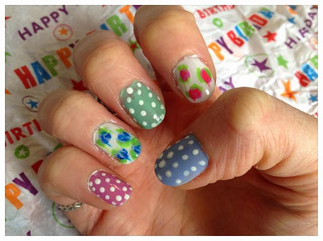 flower-polka-dot-nail-art