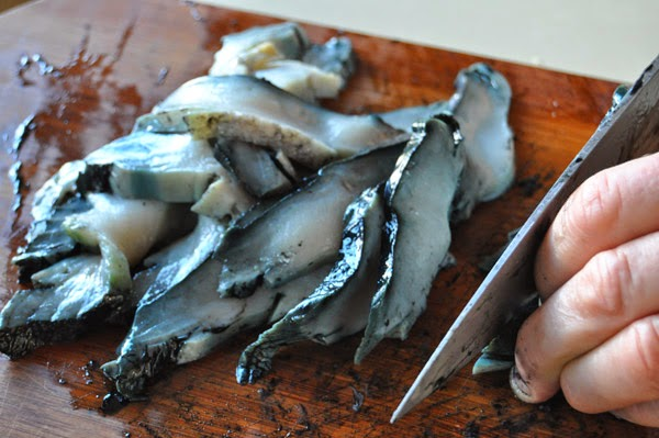 Hot Girls Cooking, Paua, garlic & ginger, abalone, New Zealand (NZ) Cooking, Cooking for real. 新西兰烹饪,配有照片的食谱教程