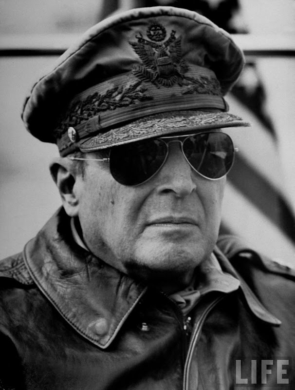 Mac Arthur ray ban aviator Mac Arthur wearing sunglasses ray ban aviator