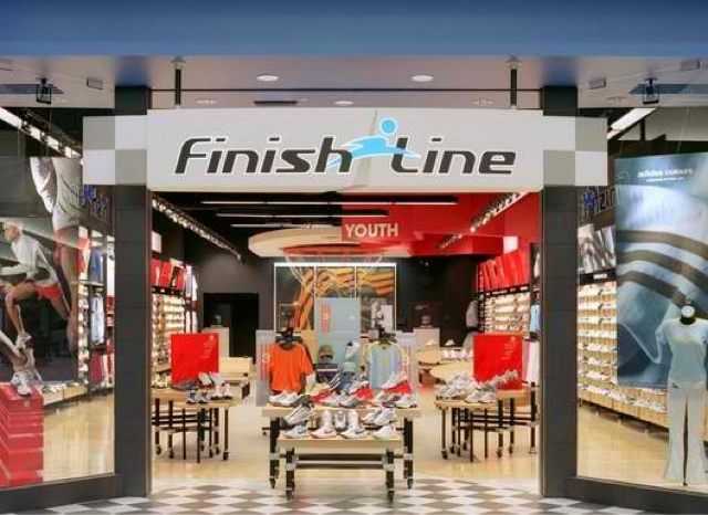 If you're searching for one of the best shoe stores in Calumet City, IL, look no further. Finish Line River Oaks Center has the latest running shoes, basketball sneakers, casual shoes and athletic gear from brands like Nike, Jordan, adidas, Under Armour, Puma, Champion and Timberland.