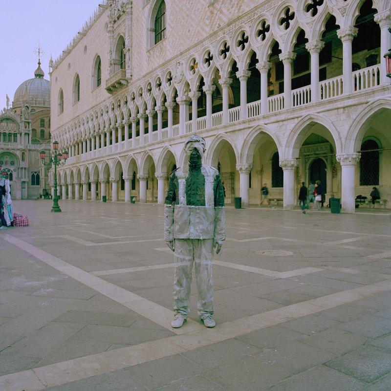 *貨真價實的隱形人:中國藝術家劉勃麟(Liu Bolin)隱形系列攝影作品! 10