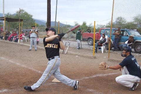 Luis Enríquez de Ponchados en el softbol del Club Sertoma