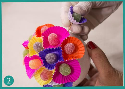 decorando bola de isopor