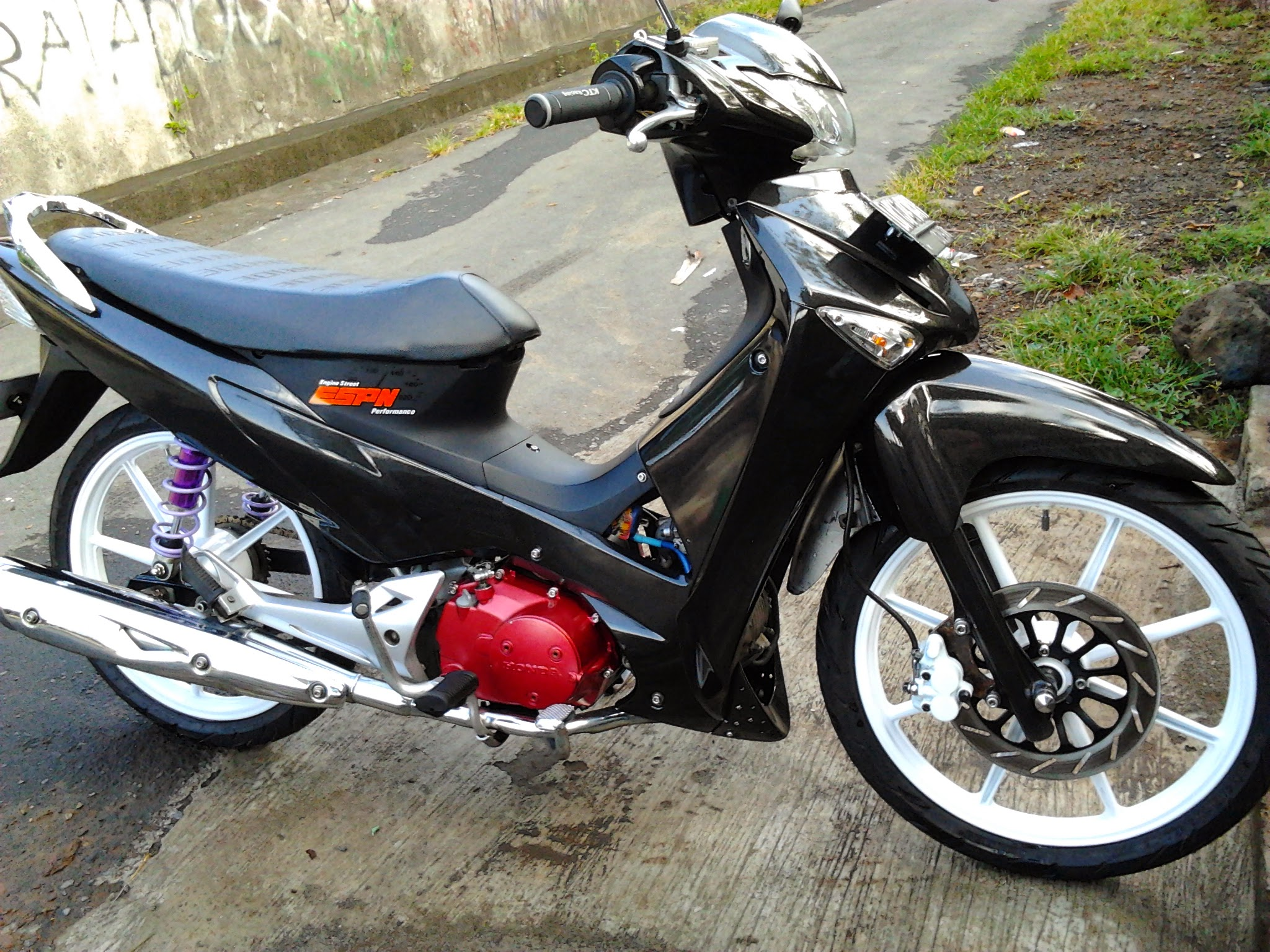 Motor Supra X 125 Modifikasi Warna