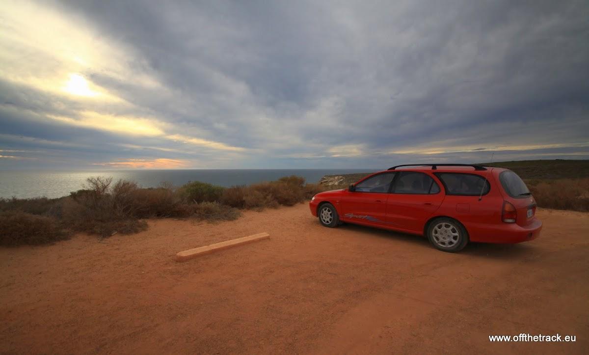 Nasz samochód na parkingu na nabrzeżu, Australia