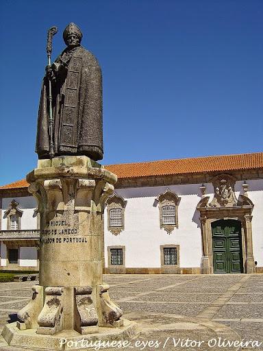 Estátua de D. Miguel de Portugal (Bispo de Lamego)