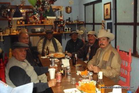 Grupo de Bohemios conviviendo el 16 de diciembre de 2011