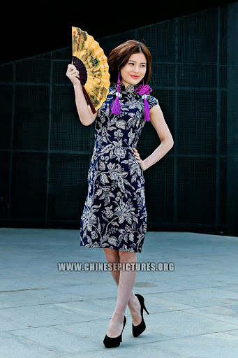 Chinese Girl in Qipao Photo